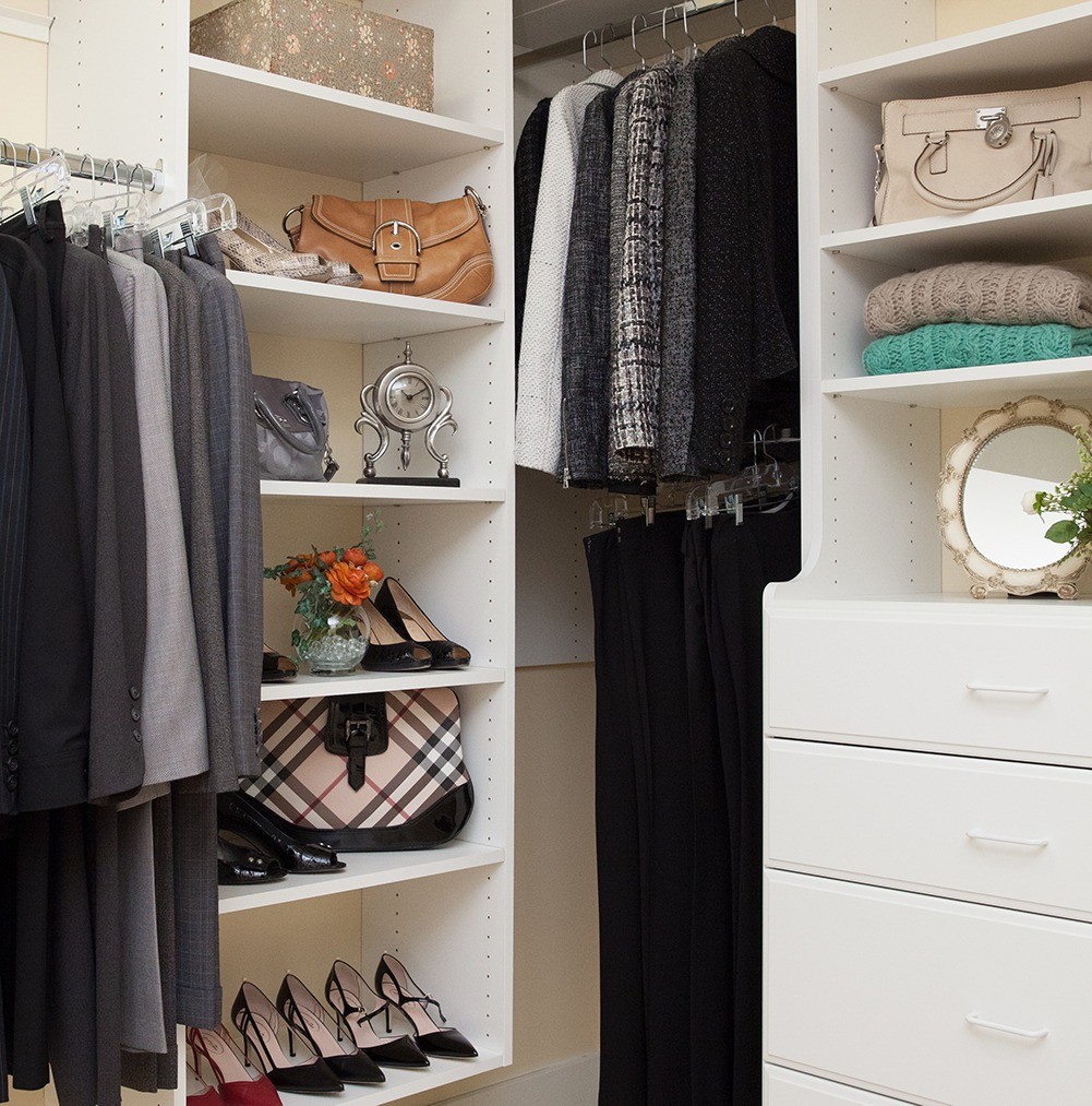 Walk in closet shelves, drawers and hanging space